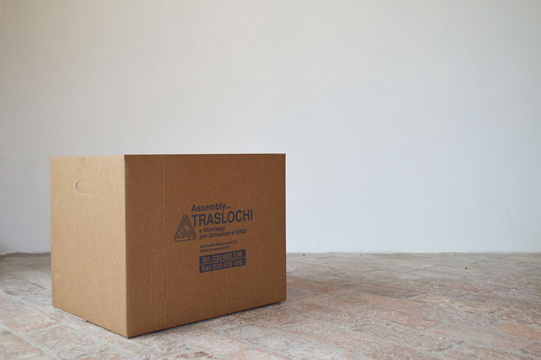 assembly group traslochi scatola blu